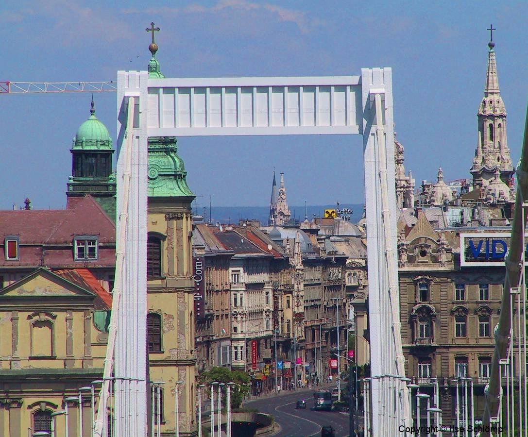 Ungarn, Budapest, Elisabethbrücke mit Blick in die Pester Innenstadt