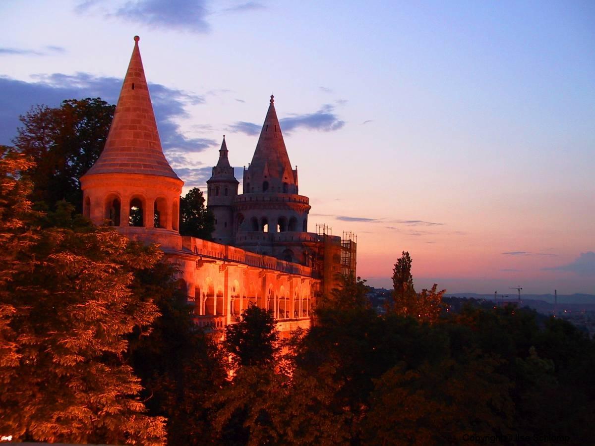 Ungarn, Budapest, Fischerbastei bei Nacht
