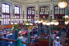 Ungarn, Budapest, Im Westbahnhof, Der schönste McDonald der Welt im ehemaligen Wartesaal der königlichen Familie