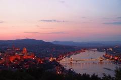 Budapest, Blick auf die Kettenbrücke und den Burgpalast bei Nacht