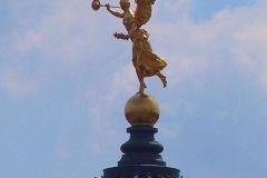 Dresden, Glaskuppel der Kunstakademie (Zitronenpresse) mit Fama