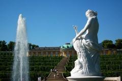Potsdam, Skulptur Juno mit Pfau vor dem Schloss Sanssouci
