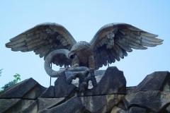 Potsdam, Felsentor zum Nordischen Garten, Adler mit Schlange