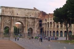 Italien, Rom, Triumphbogen und Kolosseum