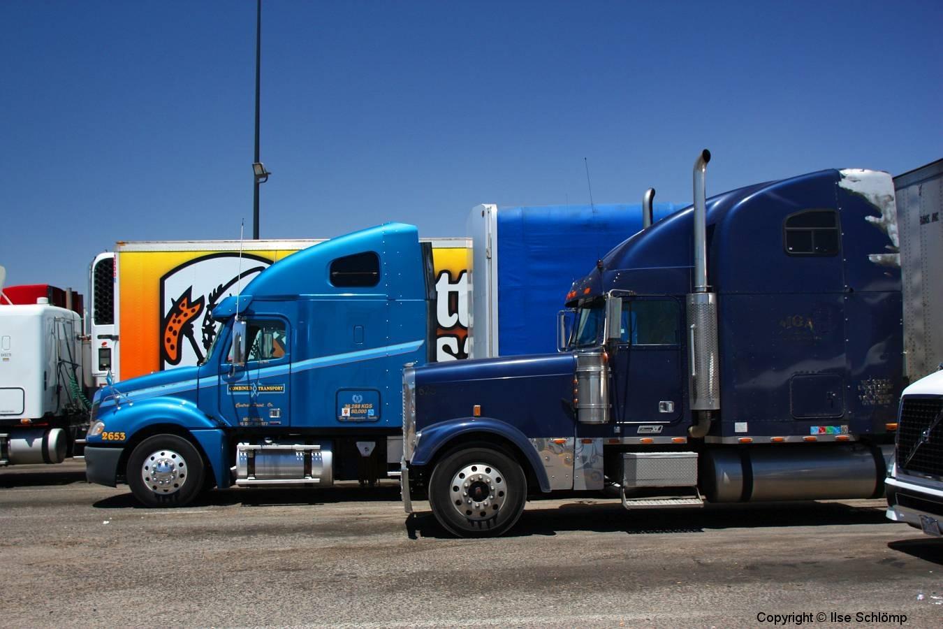 USA, Arizona, Route 66, Trucks