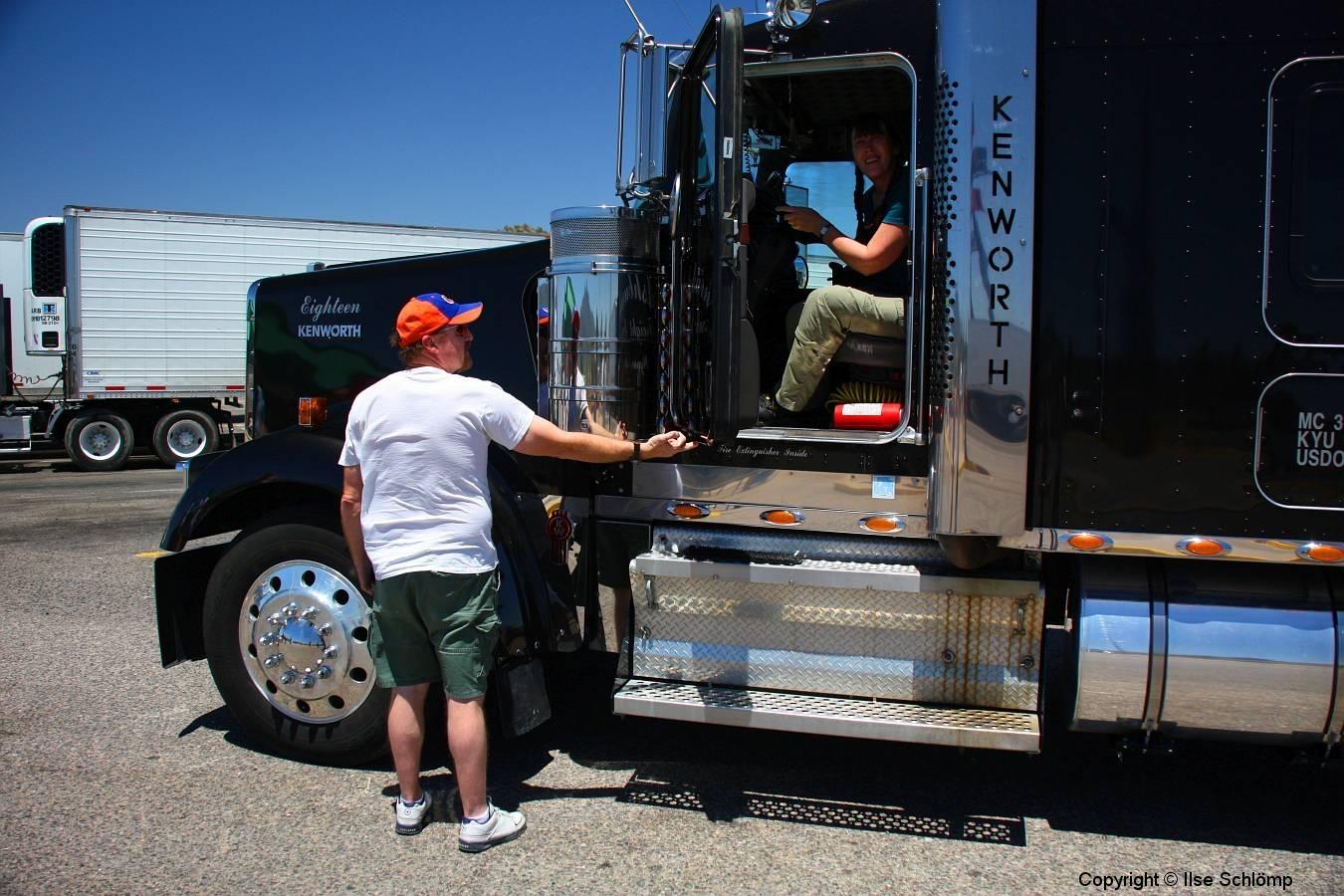 USA, Arizona, Route 66, Truck, Ich darf mich hinter das Steuer setzen