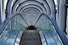 Japan, Osaka, Rolltreppe im Umeda Sky Building
