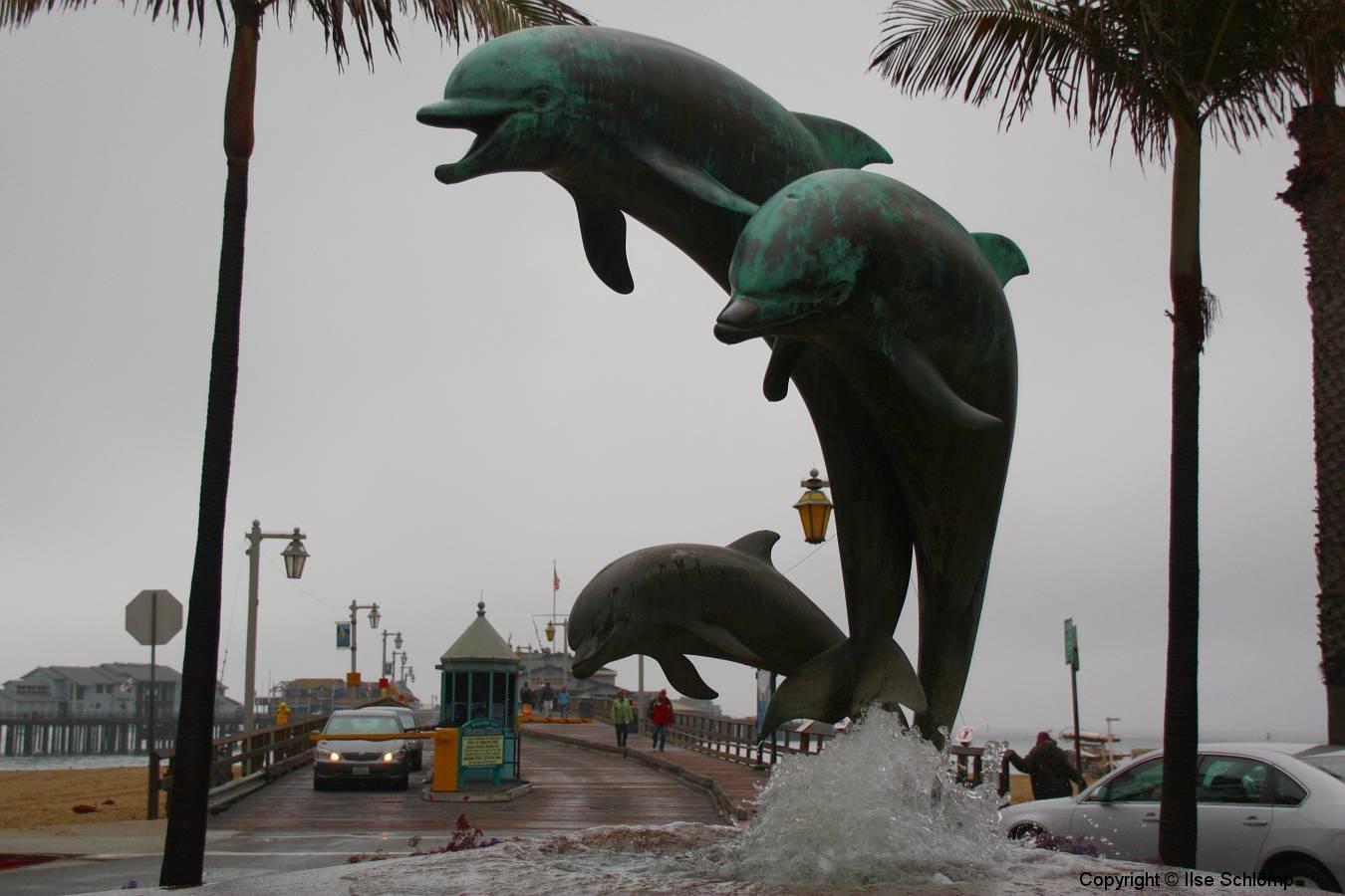 USA, Kalifornien, Santa Barbara, Stearns Wharf, Delphin-Brunnen