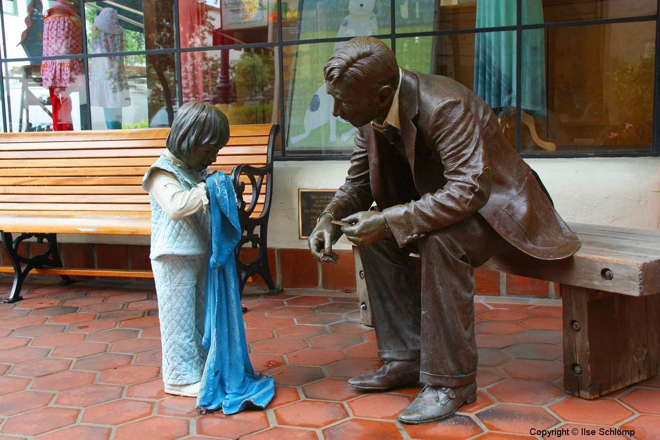 USA, Kalifornien, Santa Barbara, Arkaden, Skulptur Hugh E. Peterson