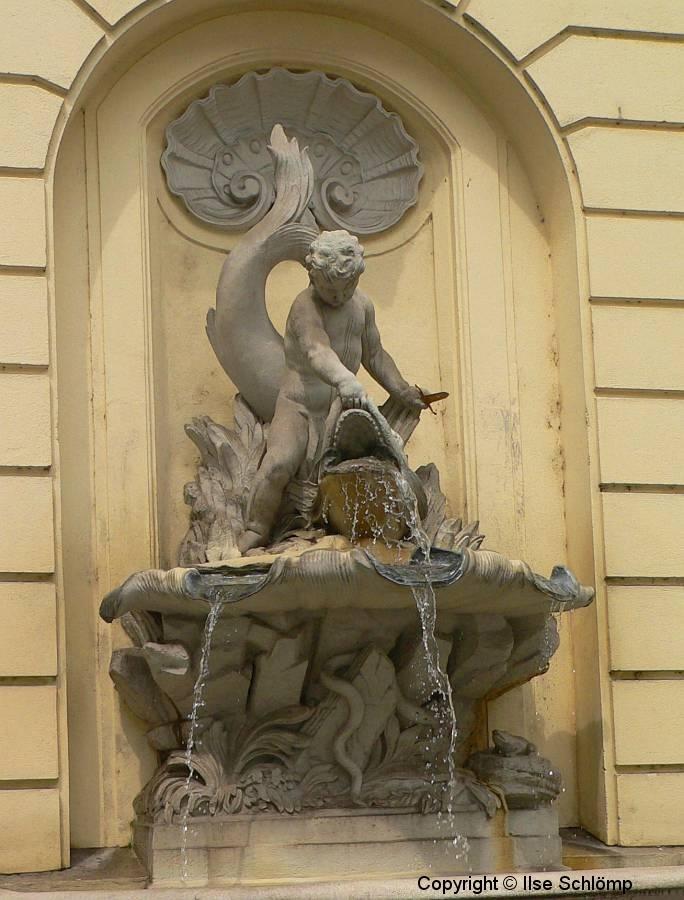 """Österreich, Wien, Brunnen """"Knabe mit Delfin"""""""