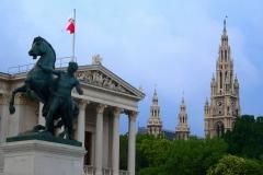 Wien, Blick vom Parlamentsgebäude auf das Rathaus
