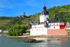 Burg Pfalzgrafenstein mit Burg Gutenfels im Hintergrund, Kaub, Rheinland-Pfalz