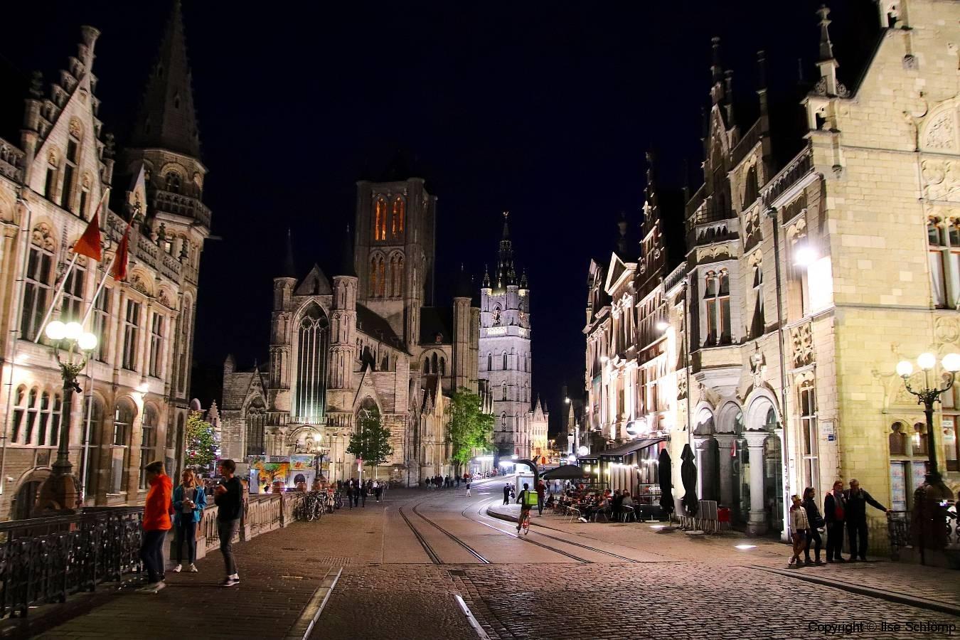 Belgien, Gent, Sint-Niklaaskerk und Belfried bei Nacht