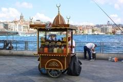 Istanbul, Verkaufswagen auf der Galatabrücke