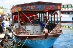 Istanbul, Imbiss-Fischerboot