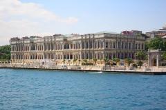 Istanbul, Blick vom Bosporus auf den Dolmabahce-Palast