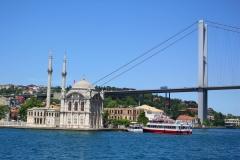 Istanbul, Ortaköy-Moschee unter der Bosporus-Brücke
