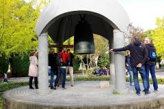 Japan, Hiroshima, Wir läuten die Friedensglocke
