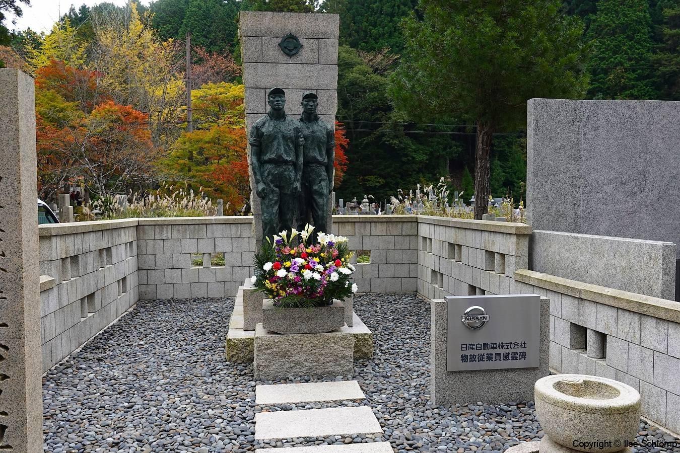Japan, Koya-san, Friedhof Oku-no-in, Firmengrab Nissan Automobile