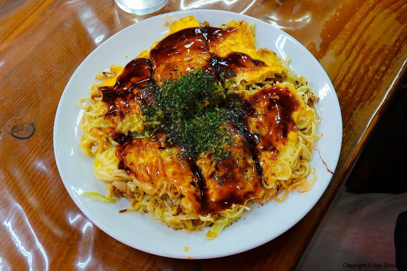 Japan, Miyajima, Okonomyaki (herzhaftes Omelett)