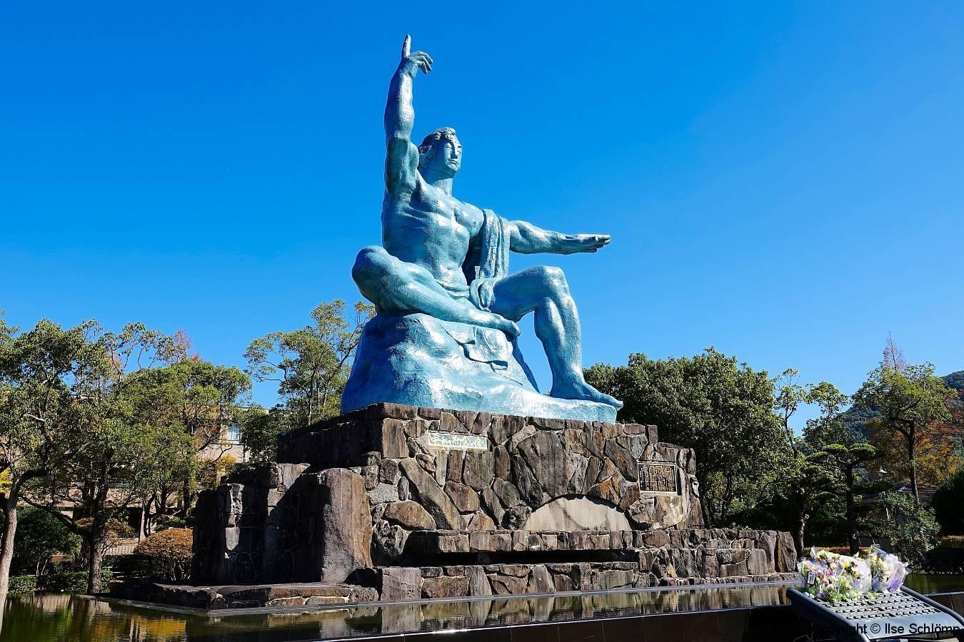 Japan, Nagasaki, Friedenspark, Statue des Friedens