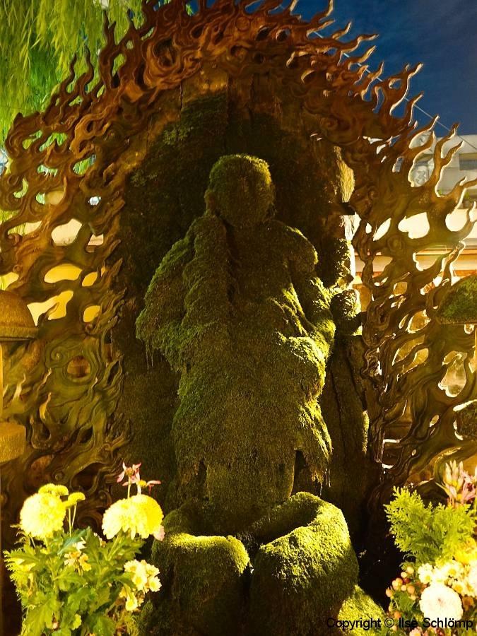Japan, Osaka, Namba bei Nacht, Hozenji Tempel, Mizukake Fudo Statue