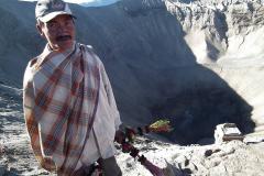 Java, Vulkan Mount Bromo, Blumensträuße als Opfergabe an die Vulkangötter
