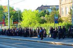 Leipzig, Wave-Gotik-Treffen 2015, Gotik-Fans an der Straßenbahnstation
