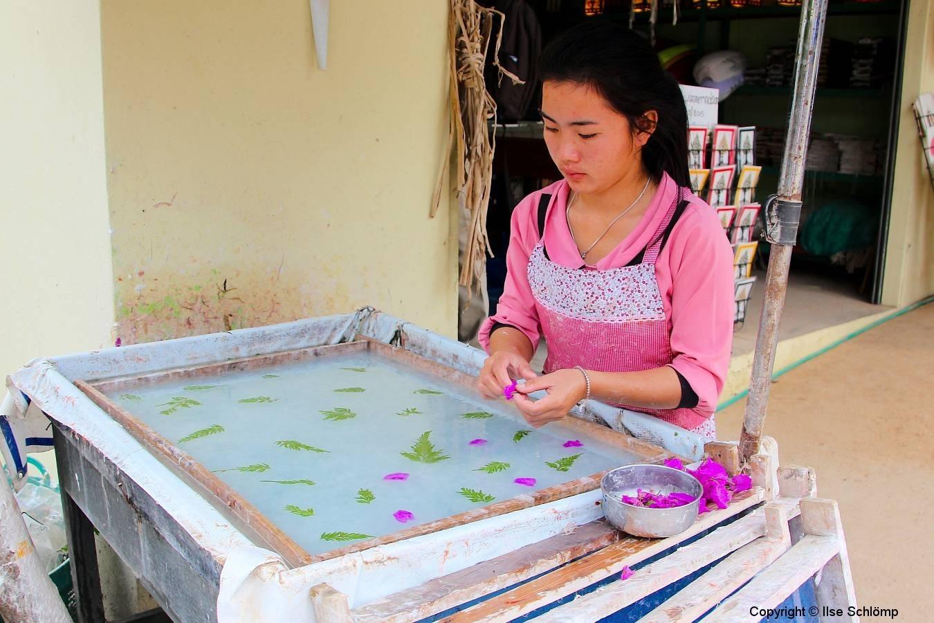 Laos, Xang Khong Posa Village, traditionelle Papierherstellung