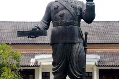 Laos, Luang Prabang, Statue Sisavang Vong