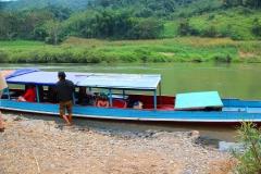 Laos, Muang Ngoi, Mit dem Longtail-Boot auf dem Nam Ou Fluss