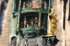 München, Rathaus, Glockenspiel und Marienstatue