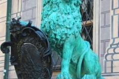 München, Löwe vor der Residenz mit Glücksschnauze
