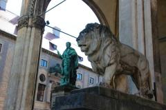 München, Löwenstatue vor der Feldherrnhalle