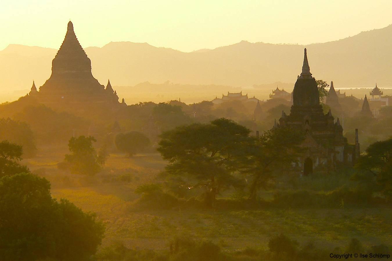 Myanmar, Bagan, Abendstimmung von der Shwesandaw Pagode
