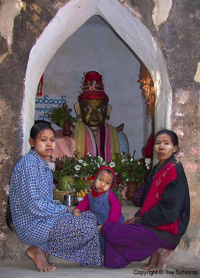 Myanmar, Bagan, Tharabha Tor, Schutzgeist Statue