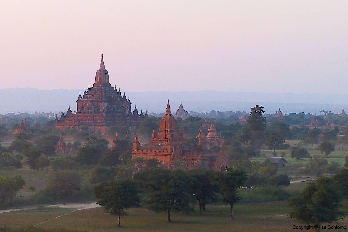 Myanmar, Bagan, Abendstimmung vom Pyathada Tempel