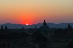 Myanmar, Bagan, Sonnenuntergang von der Shwesandaw Pagode
