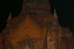 Myanmar, Bagan, Thazin Garden, Stimmungsvoll beleuchteter Tempel