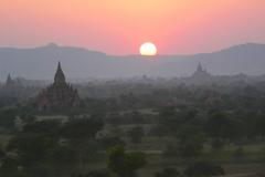 Myanmar, Bagan, Sonnenuntergang vom Pyathada Tempel