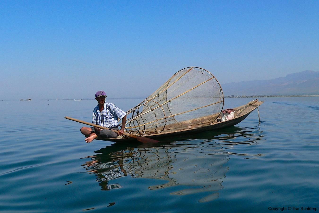 Myanmar, Inle-See, Fischer mit Reuse