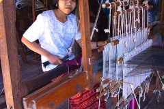 Myanmar, Inle-See, Lotus-Seidenweberei
