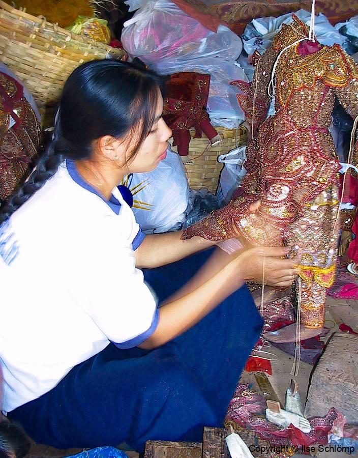 Myanmar, Mandalay, Marionettenfertigung