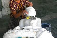 Myanmar, Mandalay,  Straße der Steinmetze, Fertigung von Buddhafiguren aus Marmor