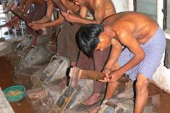 Myanmar, Mandalay, Goldschläger