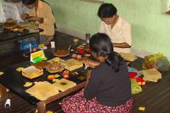 Myanmar, Mandalay, Blattgold-Schneideverpackungsräume