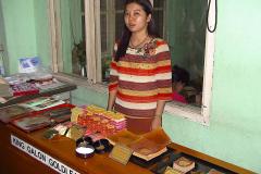 Myanmar, Mandalay, Blattgoldpäckchen werden zum Verkauf angeboten