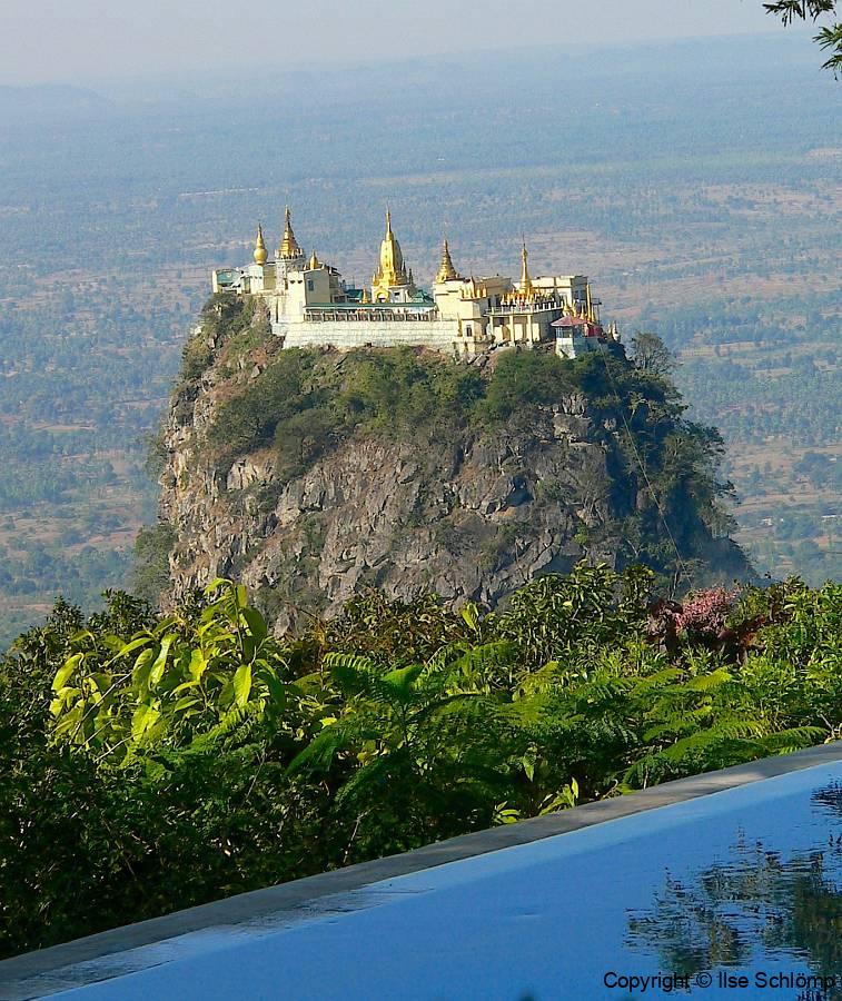 Myanmar, Blick vom Popa Mountain Resort auf den Popa Taung Kalat