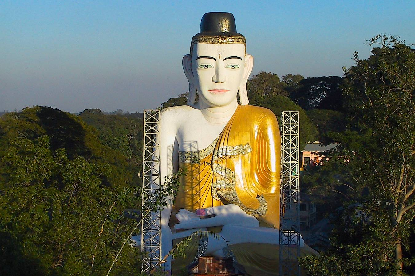 Myanmar, Pyay, Shwesandaw Pagode, Sehtatgyi Buddha, großer zehnstöckiger Buddha