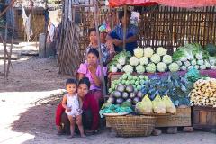Myanmar, Pyay, Verkaufsstand an der Straße